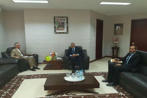 Le ministre des Affaires étrangères s'entretient avec l'ambassadeur de France