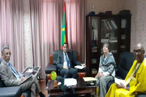 Le ministre de l'économie et des finances reçoit la représentante de la FAO en Mauritanie