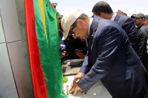 Le Président de la République pose la première pierre d'une ligne électrique haute tension reliant Nouakchott et Zoueirate