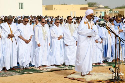 Le Président de la République accomplit la prière de la fête d'El Fitr dans l'ancienne mosquée de Nouakchott
