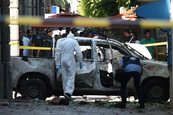 Le président tunisien hospitalisé dans un état critique, double attentat à Tunis