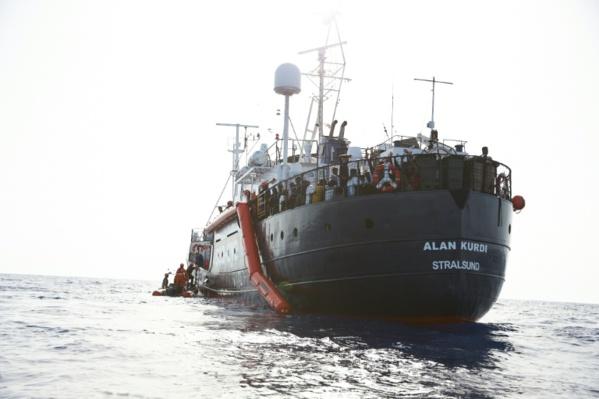 44 nouveaux migrants secourus par l'Alan Kurdi débarquent à Malte