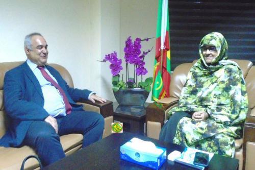 La ministre du développement rural s'entretient avec e représentant de la Banque Mondiale
