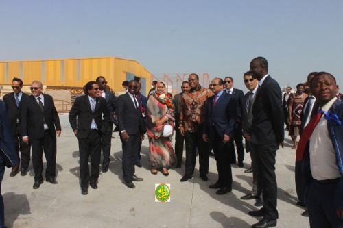 Le Président de la République et son hôte swatini visitent la société mauritanienne de construction navale à Nouadhibou