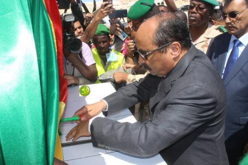 Le Président de la République pose la première pierre de la base navale de Nouadhibou