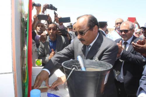 Le Président de la République pose la première pierre pour la réalisation d'un quai pour les garde-côtes