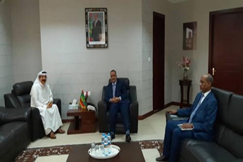 Le ministre des affaires étrangères s'entretient avec l'ambassadeur de l'État du Koweït
