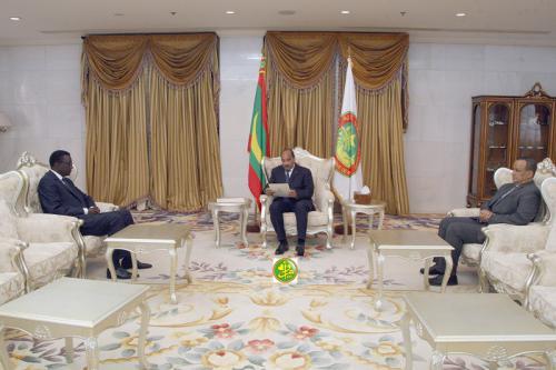 Le Président de la République reçoit un message écrit du Président sénégalais