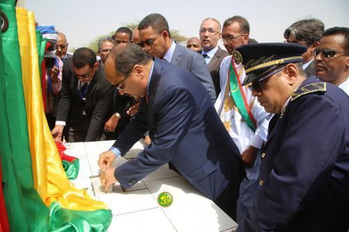 Le Chef de l'État pose la première pierre d'une ligne électrique de haute tension entre Nouakchott et Keur Macène