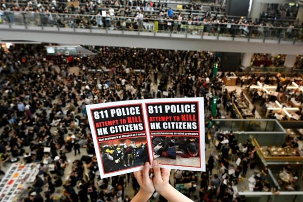 Tous les vols annulés à Hong Kong, Pékin muscle son discours contre les manifestants
