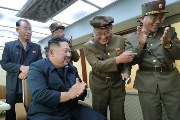 """Kim a supervisé l'essai d'une """"nouvelle arme"""" nord-coréenne"""