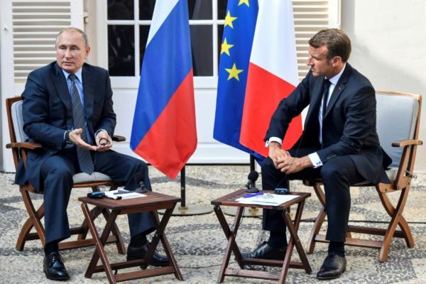 """Macron accueille Poutine en """"voisin important"""" avant le G7"""