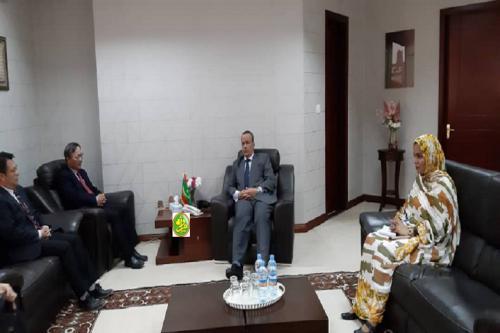 Le ministre des affaires étrangères reçoit l'ambassadeur chinois