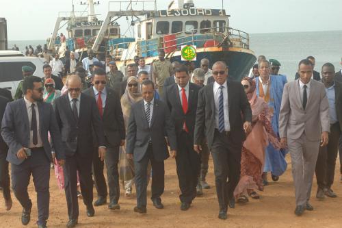 Des membres du gouvernement visitent le port de Tanit