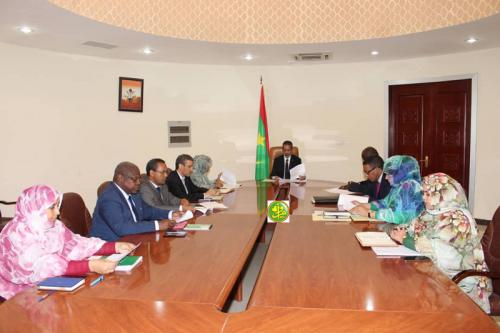 Le Premier ministre préside une réunion de la commission interministérielle chargée de la préparation des festivités devant marquer le 59eme anniversaire de l'indépendance nationale