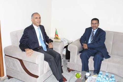 Le ministre de la santé reçoit l'ambassadeur de Tunisie