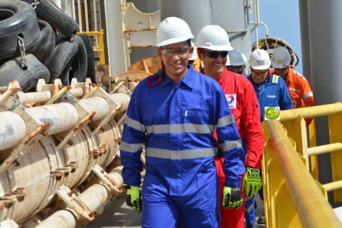 Le ministre du pétrole visite les installations du forage ''Pacific Santa Anna de la Cie Total
