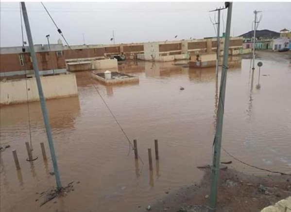 Des quartiers d'Akjoujt assiégés par les eaux de pluie