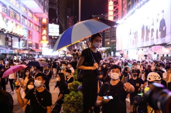 Hong Kong: la police déployée en masse déjoue les actions contre l'aéroport