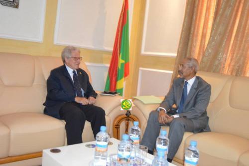 Le ministre de la Défense nationale reçoit l'ambassadeur du Royaume d'Espagne en Mauritanie
