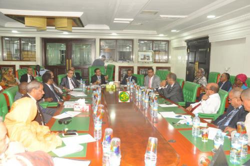 Le ministre de la santé se réunit avec l'équipe administrative et technique de la CNAM