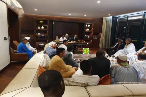 Le ministre des affaires étrangères reçoit des membres de la communauté mauritanienne aux Emirats Arabes Unis