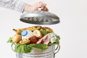 Incinération à Aleg de quantités de produits alimentaires périmés