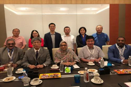Renforcement de la Coopération entre le ministère de l'Environnement et du Développement Durable et l'Institut de Géographie et d'Écologie de Xinjiang