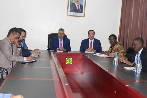 Le ministre de l'économie et de l'industrie s'entretient avec une mission de la Banque Africaine de Développement