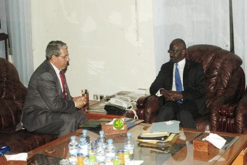 Le ministre de l'Intérieur souligne la solidité des relations mauritano-algériennes
