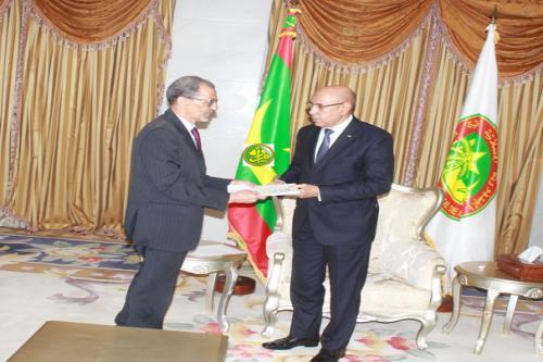 Le Président de la République reçoit un rapport sur la dernière élection présidentielle