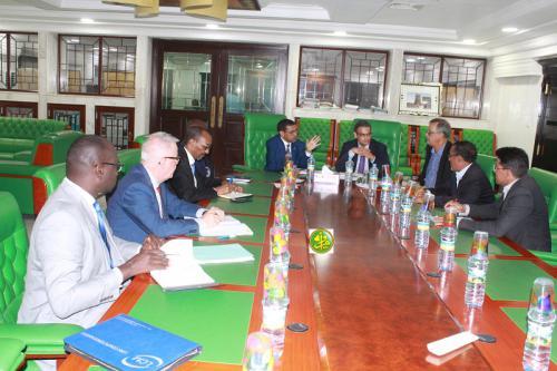 Le ministre de la santé, Dr Mohamed Nedhirou Ould Hamed, a présidé, mercredi matin, au siège de la Caisse Nationale de l'Assurance Maladie (CNAM), une réunion pour examiner les voies les plus appropriées pour faciliter les formalités d'évacuation des