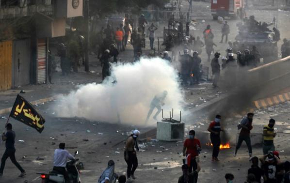 Irak: nouveaux tirs à Bagdad malgré le couvre-feu au 3e jour de manifestations