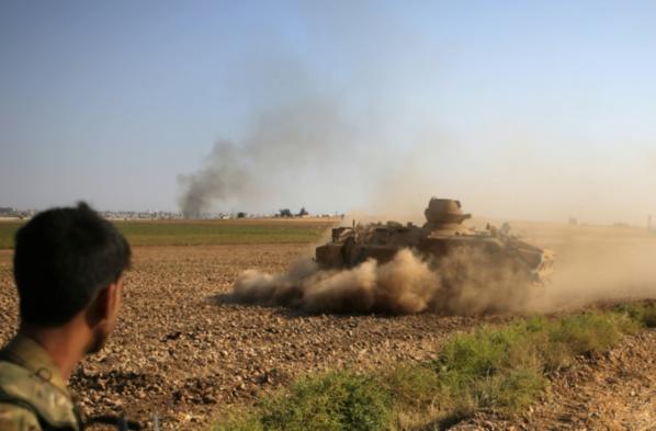 Syrie: fuite de 800 proches de l'EI en plein assaut turc selon les Kurdes