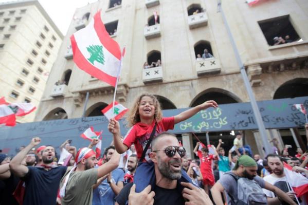 Liban: la contestation gagne de l'ampleur, le pays uni dans la rue contre la classe politique
