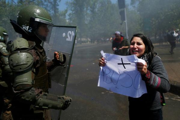 Chili: paralysie et craintes à Santiago après trois jours d'émeutes meurtrières