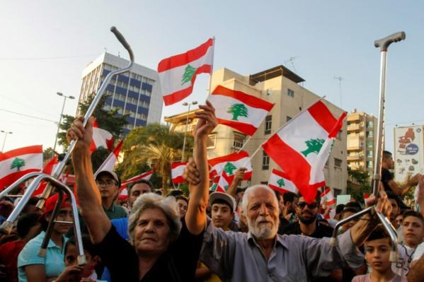 Liban: la rue déterminée à ne rien lâcher malgré les annonces du pouvoir