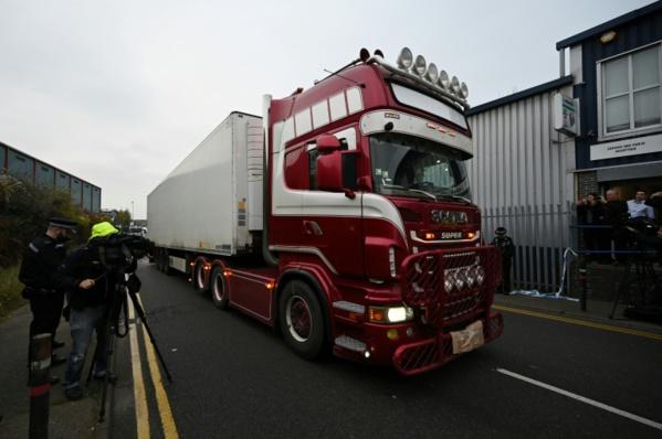 """""""Tragédie inimaginable"""" au Royaume-Uni : 39 corps découverts dans un camion venu de Belgique"""