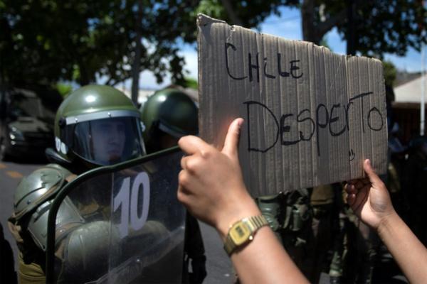 Chili : appel à la grève générale malgré le tournant social du président