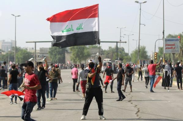 Deux morts à Bagdad, des milliers de manifestants réclament la chute du régime