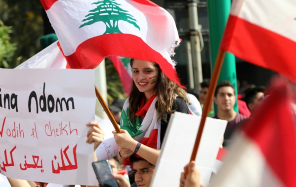 Liban: des milliers d'écoliers et d'étudiants mobilisés pour poursuivre la contestation
