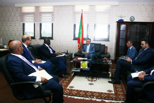 Le ministre de l'Économie s'entretient avec une mission de la Banque Islamique de Développement