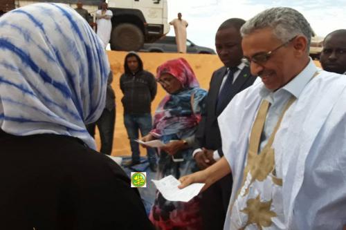 Adrar : Distribution des produits alimentaires à des populations de Chinguetti