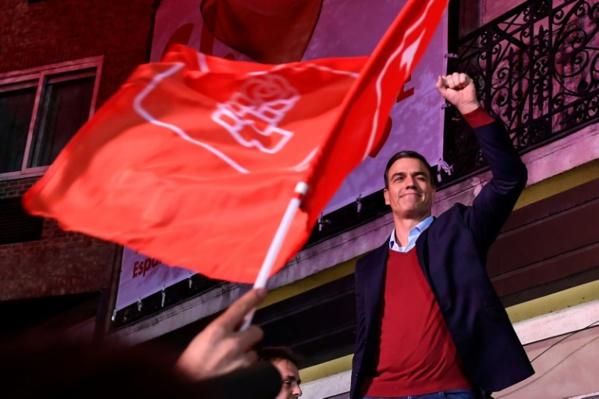 Espagne: Sanchez vainqueur affaibli, bond de l'extrême droite