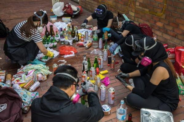 Ecoles fermées à Hong Kong qui demeure paralysée
