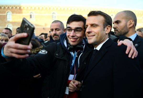 """""""Notre pays est trop négatif"""", regrette Macron à Amiens"""