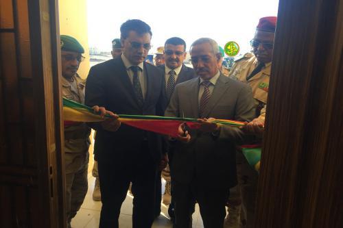 Le ministre de la Défense nationale supervise l'inauguration d'installations de service et militaires