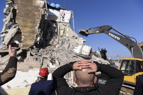 L'Albanie en deuil, plus de 20 morts dans un puissant séisme