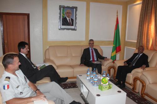 Le ministre de la Défense nationale s'entretient avec l'ambassadeur de France