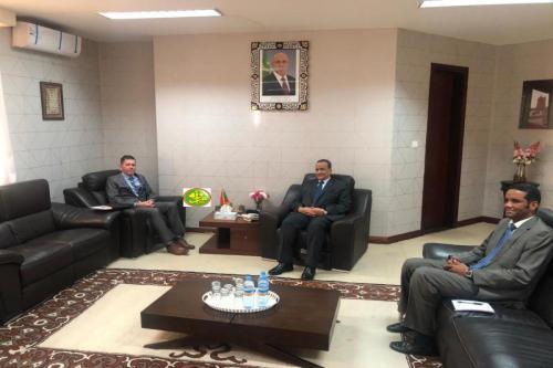Le ministre des affaires étrangères s'entretient avec l'ambassadeur des États Unis d'Amérique
